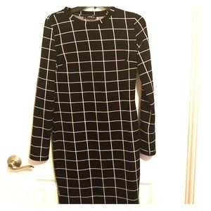 Beautiful black and white dress long sleeve